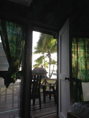 Va-i-Moana Seaside Lodge: View from the bed in our enclosed Fale - beautiful!