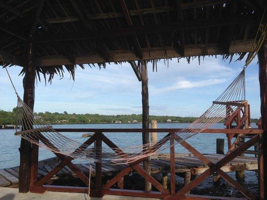 Va-i-Moana Seaside Lodge : Hammock on the wharf