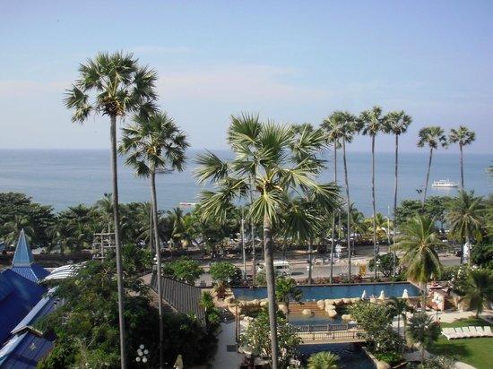 Jomtien Palm Beach Hotel & Resort: Вид из окна номера