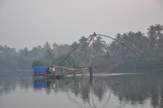 Les 3 Elephants Cherai Beach: Chinesische Fischernetze, Backwaters