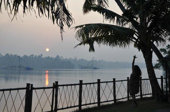Les 3 Elephants Cherai Beach: Yoga bei Sonnenaufgang, Backwaters