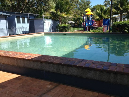 Pool picture of ingenia holidays lake macquarie for Pool show monterey