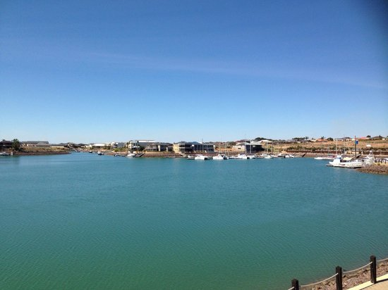 Wallaroo Marina Apartments : Our view from room six. Stunning!!