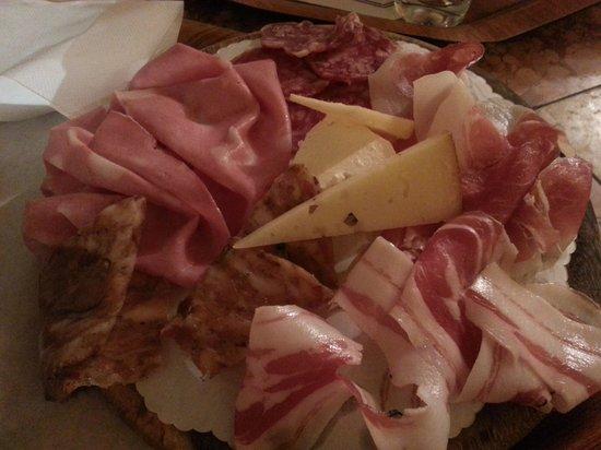 Tamburini : il tagliere con salumi e formaggi
