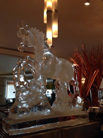 Pullman Bangkok Grande Sukhumvit : Stuning ice carving figure on Chinese New Year buffet.