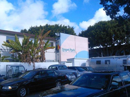 Ocean Park Hotel: Vue de notre chambre et du désormais célèbre climatiseur !