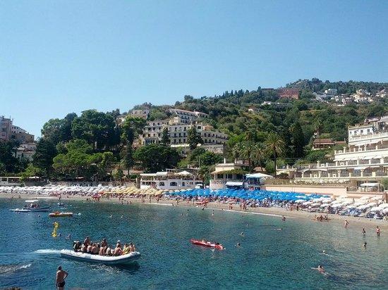 Villa Bianca Resort: Вид на отель с пляжа