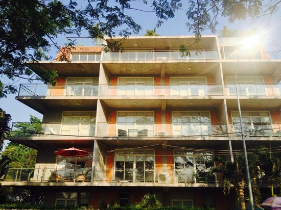 Angkor Safari Hotel: Apartment exterior
