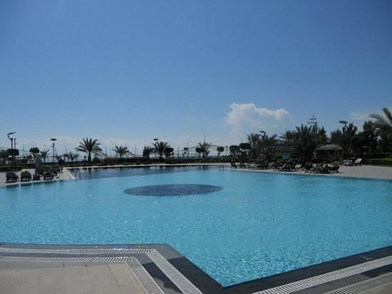 Limak Lara De Luxe Hotel&Resort : Outdoor Swimming Pool at the Limak Lara.