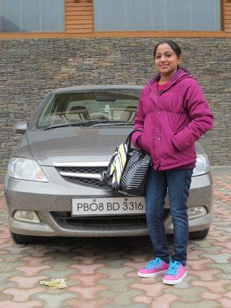 Sandhya Resort & Spa Manali: Car park