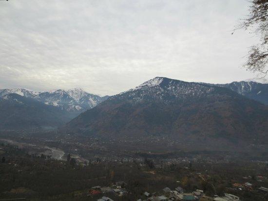 Sandhya Resort & Spa Manali: Beautiful view of mountains from balcony