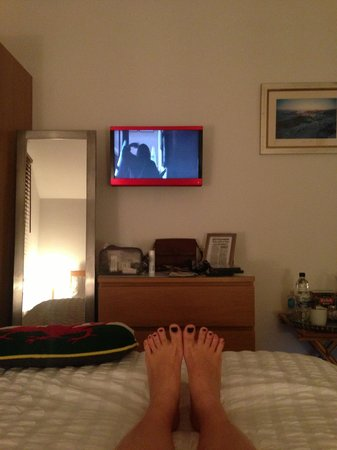 Langland Road B&B : Watching DVD (there's a collection of DVDs to choose from in the dining room)