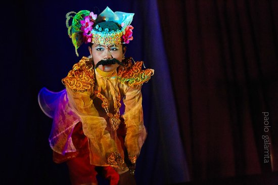 Mintha Theater : Colorful costumes