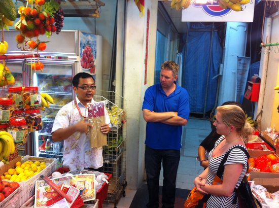 Betel Box Hostel: Tony giving his tour