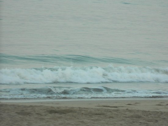 Agonda Beach: Waves