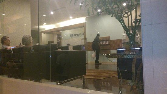 Prescott Hotel Kuala Lumpur - Medan Tuanku : View of the front desk from outside.