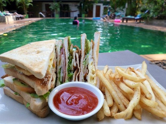 The Kabiki : Clubsandwich by the pool