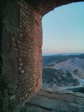 Parador de Cardona: Vista y ventana de la habitación