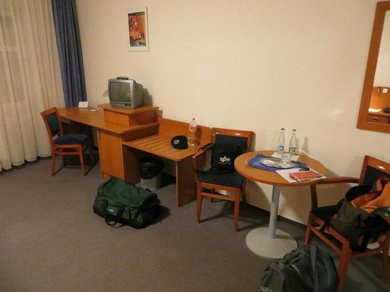Inos: Genügend Platz im restlichen Zimmer
