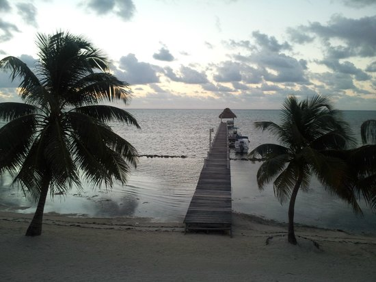 Pelican Reef Villas Resort: Morning view from our room