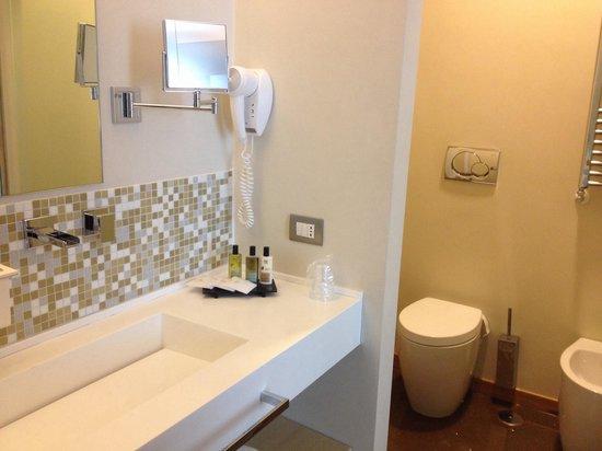 Hotel Dharma: Banheiro show!