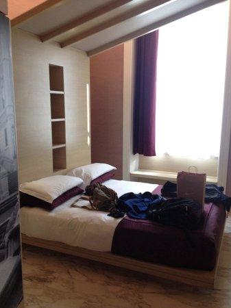Dharma Hotel & Luxury Suites: Quarto