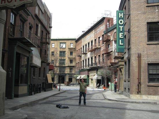 Warner Bros. Studio Tour Hollywood : The back lot of Warner Brothers