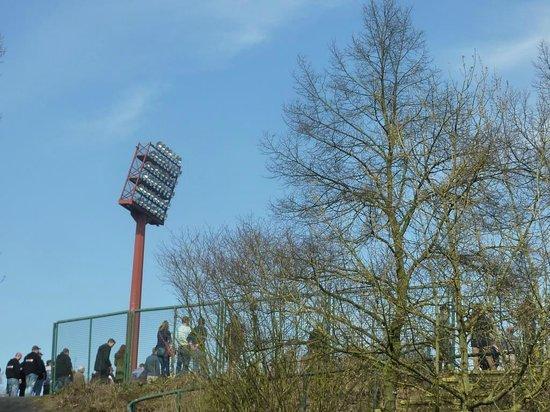 Stadionhopper Mark Mauderer: Flutlichtmast, Uerdingen
