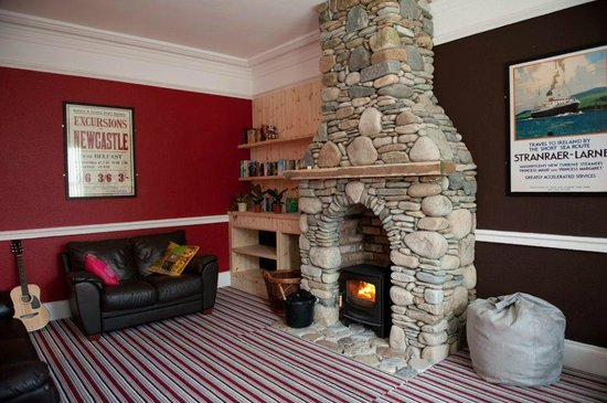 Hutt Hostel: Cosy communal lounge with wood burner