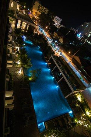 G Hua Hin Resort & Mall : the pool at night