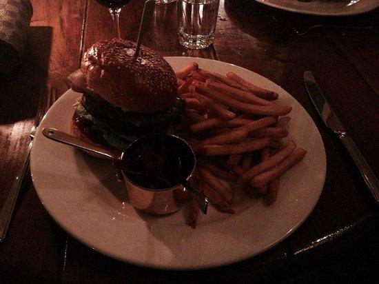 Hotel du Vin & Bistro: Top burger in the Bistro!