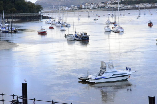 The Broadway Hotel : Out & About Conwy Marina