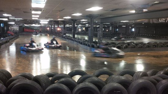 Team-Sport Camberley: Pit straight!