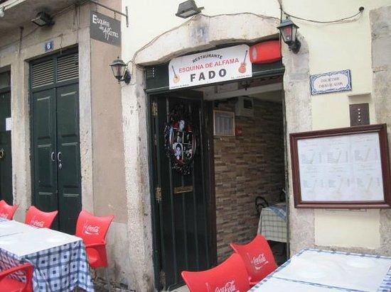 Restaurante Esquina de Alfama : Entrance to the Esquina de Alfama
