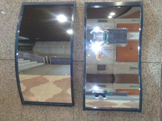 Museo de Cera de Madrid: Espejos deformes.