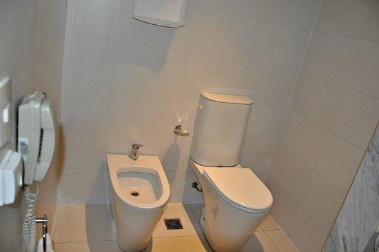 Hotel TRYP BUENOS AIRES: Cuarto de baño