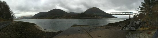 Loch Leven Hotel: Panoramic view from the front of the hotel