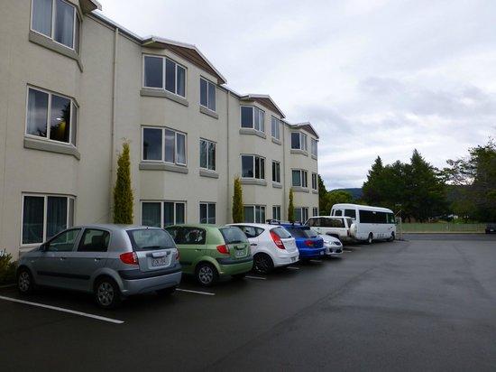 Distinction Luxmore Hotel: Rückseite des Luxmore Hotel in Te Anau