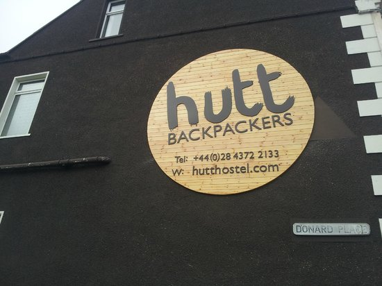 Hutt Hostel: New backpackers sign on side of building