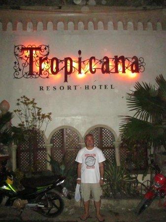 Tropicana Castle Resort : along the street