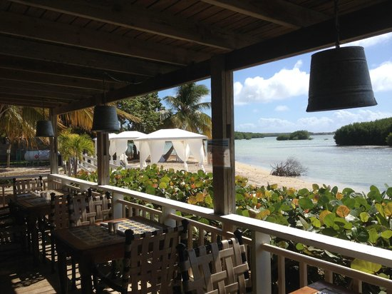Grand Bahia Ocean View Hotel: Eye candy in every direction from our table!