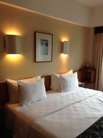 Padma Hotel Bandung: deluxe bedroom