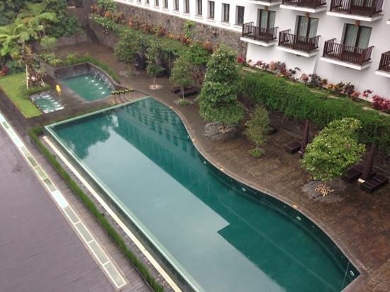 Padma Hotel Bandung: pools from topview