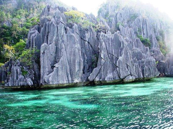 Coron Bay: crystal clear water