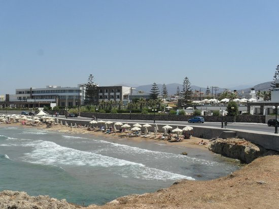 The Island Hotel : View of beach