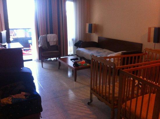 Hotel Eugenia Victoria: Family room