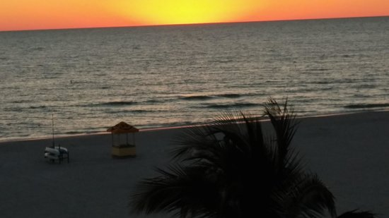 Grand Plaza Beachfront Resort Hotel & Conference Center: Sunset from room