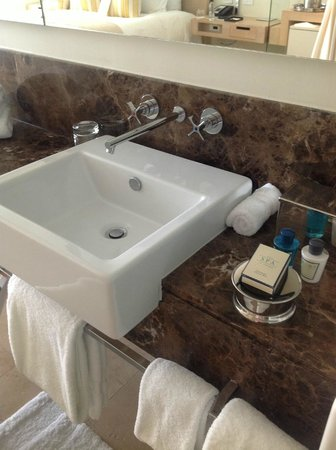 Trump International Hotel & Tower Panama: washbasin detail with branded toiletries
