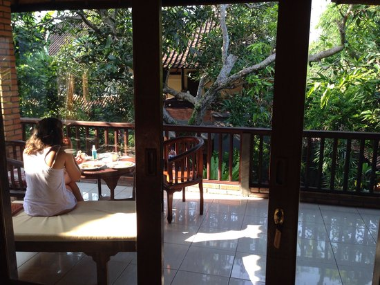 Indraprastha Home Stay: Breakfast time