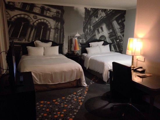 Renaissance Manchester City Centre Hotel : Les 2 lits doubles